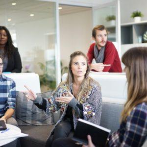 【紹介予定派遣とは?】メリット・社員までの流れ・派遣会社選びなど/女性に優しい会社の見分け方も解説